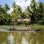 Mit dem Boot in den Kochi Backwaters